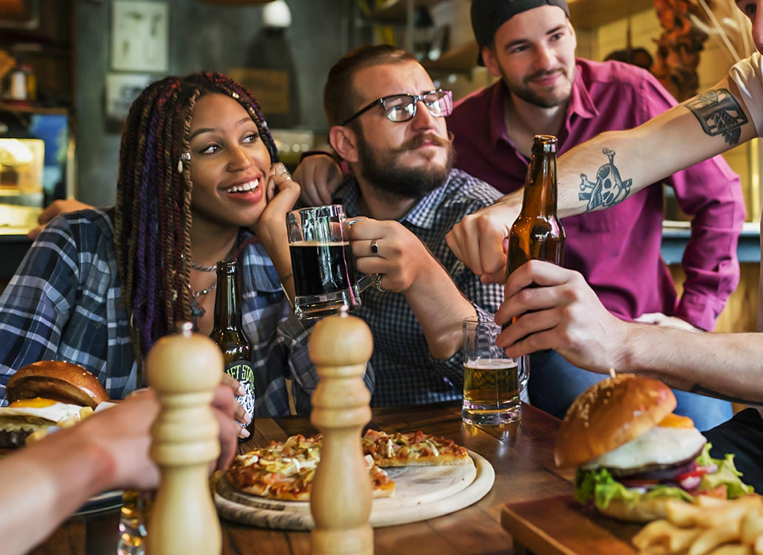 burger2-company-firends-in-pub